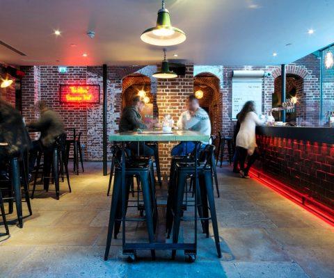 the-pound-canterbury-bar-lighting-led-retro-pendants-oculux